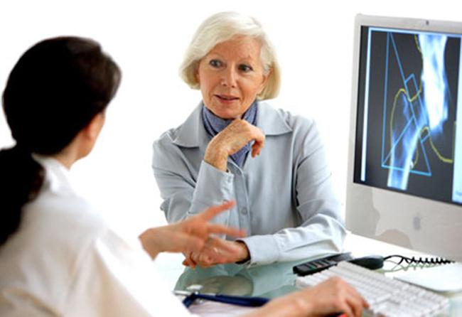 Osteoporosi post-menopausale, romosozumab più efficace se seguito da trattamento con denosumab